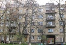 В Печерском районе поступили жалобы на некачественный ремонт лестничных площадок