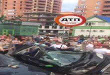 В Ирпене водитель снес остановку и протаранил три автомобиля. Видео