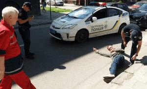 Во Львове авто патрульной полиции сбило пешехода