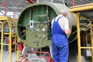 Завод цивільної авіації у Києві запрошує бажаючих спробувати себе у цій сфері діяльності