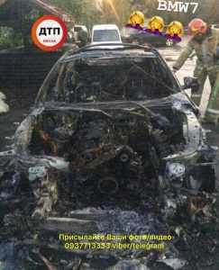 У Києві вночі сгоріли три автомобілі