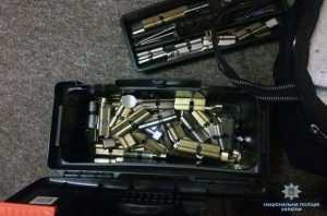 В Киеве задержали иностранцев за кражу сейфа