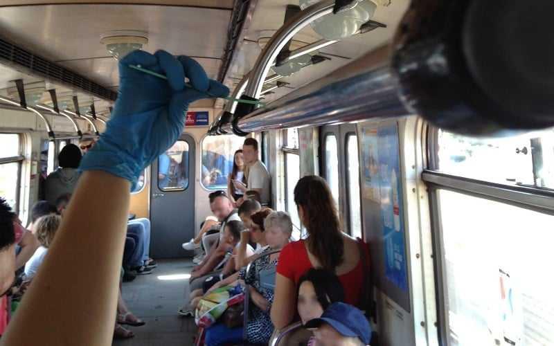 У метро Києва знайшли більш як 10 тис. вірусів і бактерій – дослідження вчених